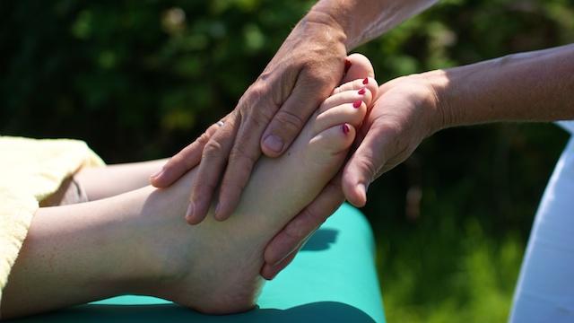 Fußreflexzonenmassage im Rahmen einer TouchLife Massage bei Ma Mer