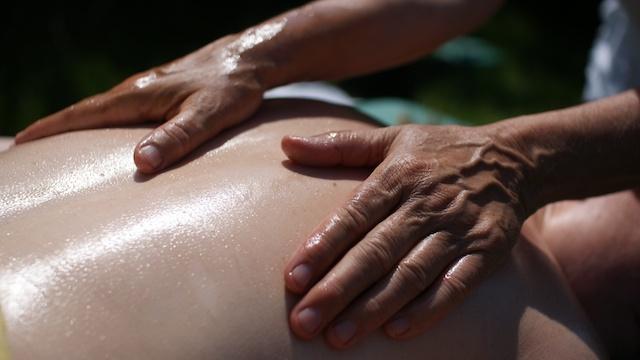 Meridianmassage im Rahmen einer TouchLife Massage bei Ma Mer