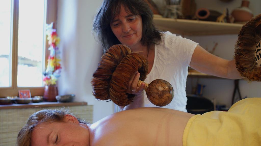 Hawaiianische Massage bei Ma Mer in Pulow.